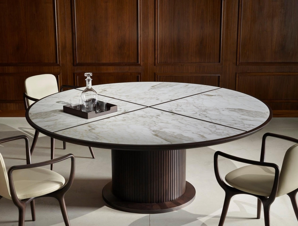 FULL table by ROBERTO LAZZERONI designed 2020. Table made in solid American walnut and veneered poplar plywood. Base covered with solid American walnut wood strips. Base-frame in burnished brass. Top in marble or wood.
